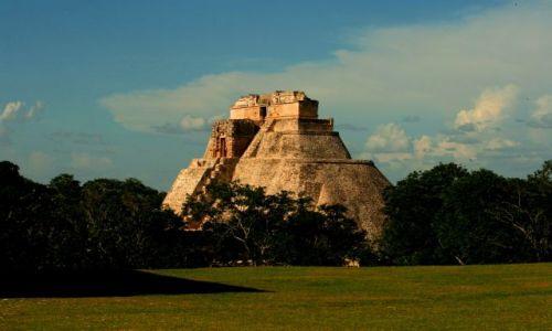 Zdjęcie MEKSYK / Jukatan / Uxmal / Uxmal  piramida czarownika