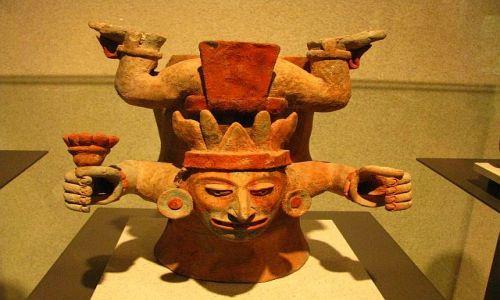 Zdjęcie MEKSYK / Ciudad de Mexico / Muzeum Antropologiczne / Spadający Bóg
