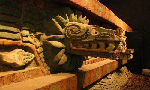 Zdjęcie MEKSYK / Ciudad de Mexico / Muzeum Antropologiczne / Quetzalcoatl - Pierzasty Wąż