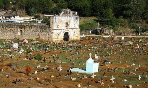 Zdjecie MEKSYK / Stan Chiapas / San Juan Chamula / Cmentarz