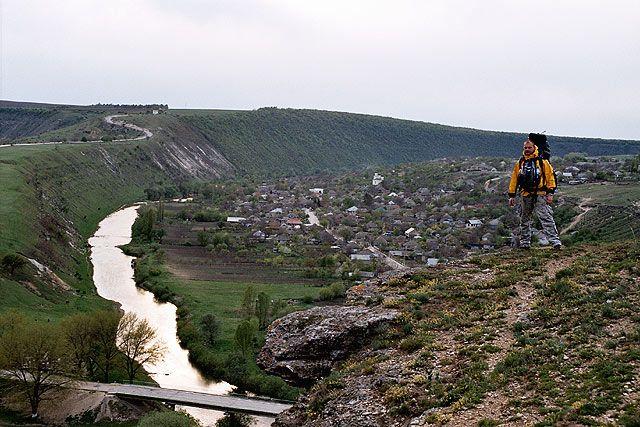 Zdjęcia: Trebujeni, Widok z gór otaczających Trebujeni - wieś położoną na dawny dnie morskim., MOłDAWIA