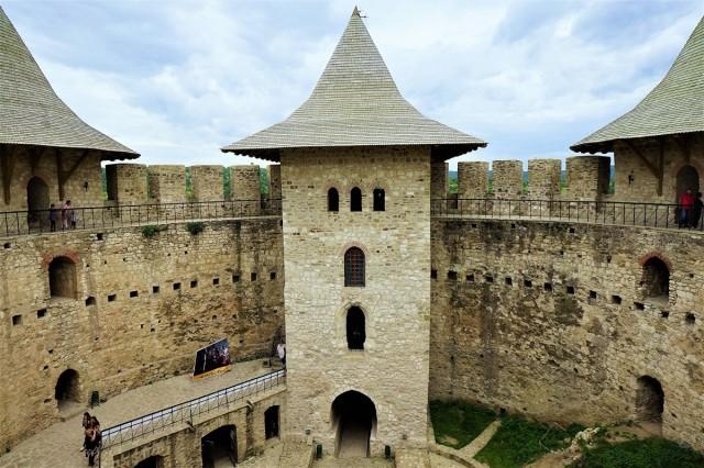 Zdjęcia: Nad Dniestrem, Soroca, Twierdza Soroki (widok od dziedzińca), MOłDAWIA