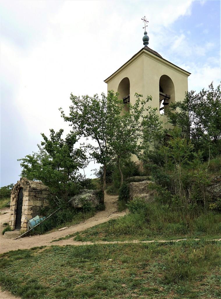 Zdjęcia: Nad rzeką Reut, Orheiul Vechi , Klasztor jaskiniowy, pod dzwonnicą, MOłDAWIA