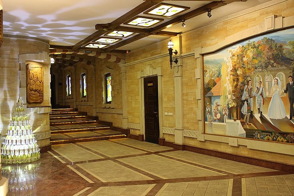Zdjęcia: Cricova, Kiszyniów, Do sal degustacyjnych..., MOłDAWIA