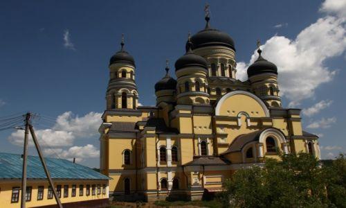 Zdjęcie MOłDAWIA / Centrum / Monastyr Hincu / Największa cerkiew Mołdawii
