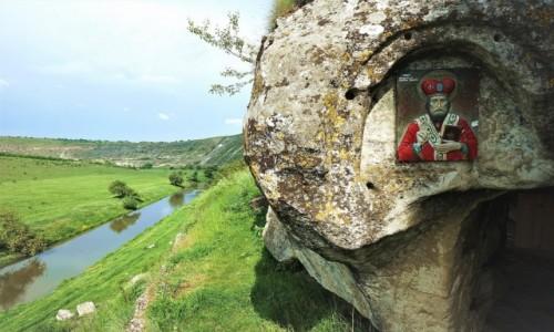 Zdjęcie MOłDAWIA / Orhei / Orheiul Vechi / Ikona przed świątynią w jaskini
