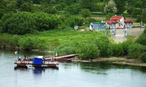 Zdjecie MOłDAWIA / Soroca / Rzeka Dniestr / Przeprawa promowa na Ukrainę