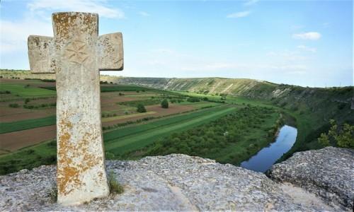 MOłDAWIA / Orheiul Vechi  / Nad rzeką Reut / Krzyż