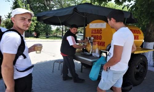 Zdjęcie MOłDAWIA / Gagauzja / Komrat / Ugasić pragnienie