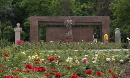 Zdjęcie MOłDAWIA / - / Kiszyniów / Pomnik Lenina