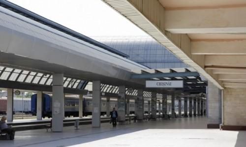 Zdjęcie MOłDAWIA / - / Kiszyniów / Kiszyniów - dworzec kolejowy