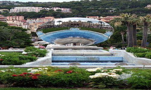 Zdjęcie MONAKO / - / Monte Carlo / Odbicie Kasyna w Monte Carlo