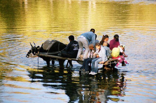 """Zdjęcia: Terlicz, """"Okazją"""" przez rzekę, MONGOLIA"""