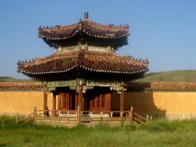 Zdjęcia: północna MOngolia, jeden z budyneczków należących do świątyni lamajskiej, MONGOLIA