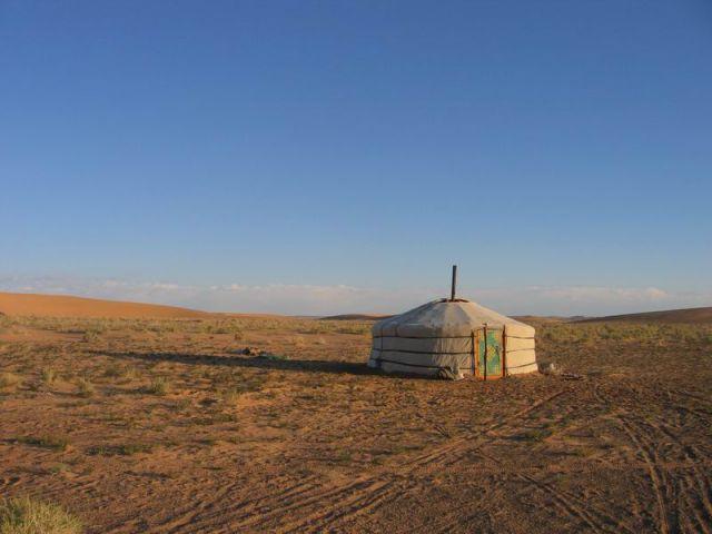 Zdjęcia: Mongolia, pustynia Gobi, Mongolska willa, MONGOLIA