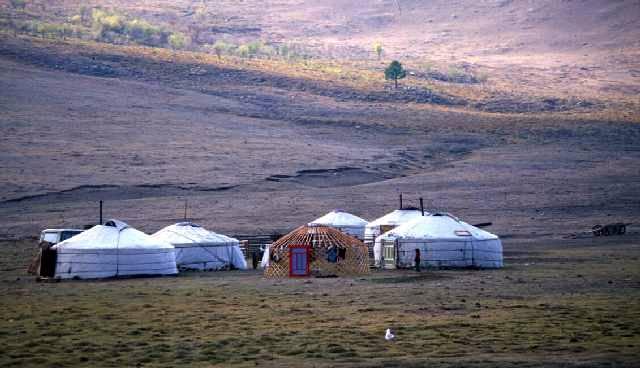 Zdjęcia: gdzieś na pn-wsch od jeziora Terkhiin Tsagaan Nuur, Arkhangai aimag, jurty, MONGOLIA