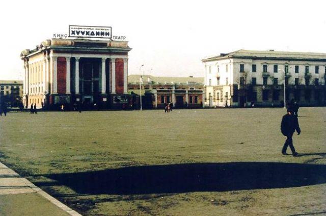 Zdjęcia: UŁAN BATOR, TŁUMY LUDZI NA PLACU W CENTRUM MIASTA, MONGOLIA