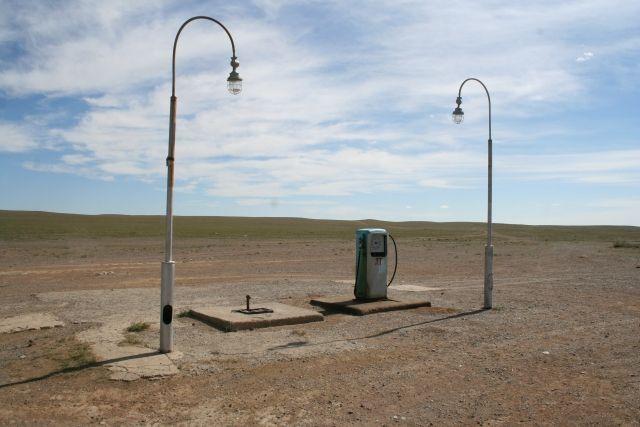 Zdj�cia: Mongolia po�udniowa, Stacja benzynowa, MONGOLIA