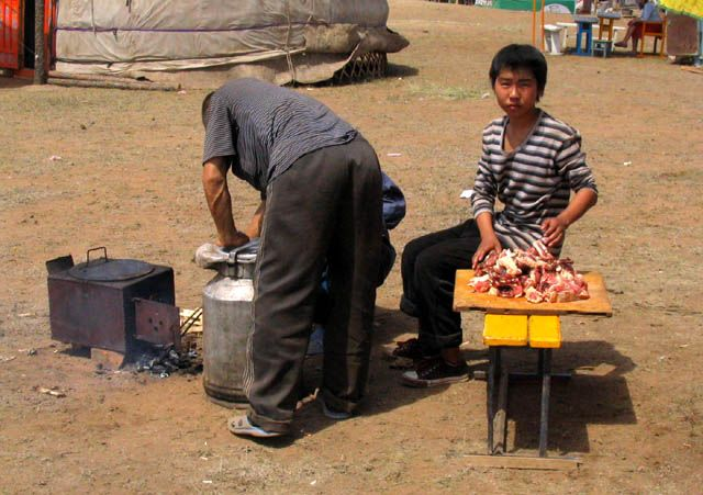 Zdjęcia: stepy - 30km od stolicy, Ulan Bator, kuchnia od zaplecza, MONGOLIA