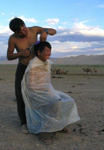 Zdjęcia: okolice Gobi, okolice Gobi, salon fryzjerski, MONGOLIA