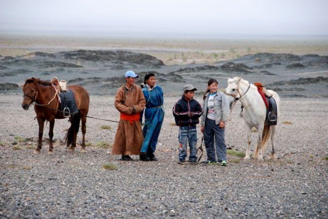 Zdjęcia: Mongolia, Gobi, Młodzi Nomadowie, MONGOLIA