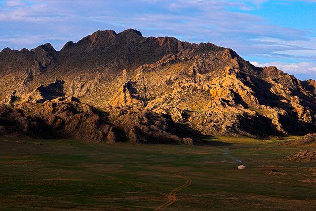 Zdjęcia: w drodze na pustynię Gobi, Samotna jurta, MONGOLIA