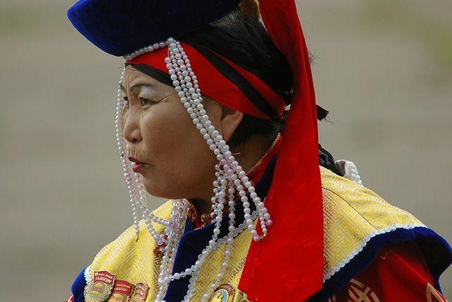 Zdjęcia: Ułan Bator, W tradycyjnym stroju, MONGOLIA