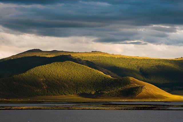 Zdjęcia: Khorgo Terkhiin Tsagaan Nuur National Park,  góry Khangai , Łagodne wzgórza niedaleko wulkanu Khorgo, MONGOLIA