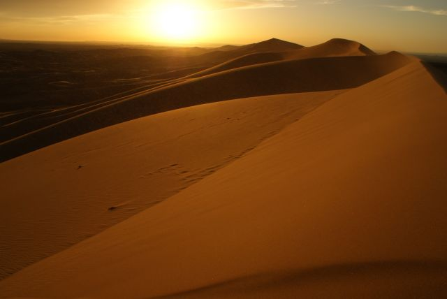 Zdjęcia: Pustynia Gobi, Ajmak Gobi, Wydmy gobijskie o zachodzie, MONGOLIA