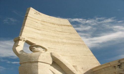 Zdjęcie MONGOLIA / - / Ulan Bator / Pomnik mongolskiego żolnierza w miejscu pamięci