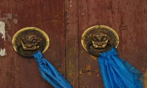 MONGOLIA / - / Karakorum / drzwi klasztorne w Karakorum