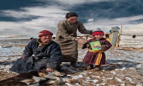 MONGOLIA / Tayshir / - / Wielki świat małego człowieka