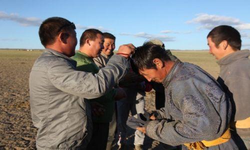Zdjęcie MONGOLIA / Dalanzadgad / Gurvan Saikhan / Lamowie wśród farmerów