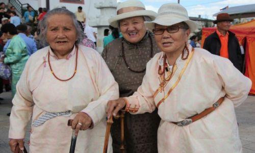 Zdjęcie MONGOLIA / Ułan Bator / Klasztor Gandan / Przed świątynią