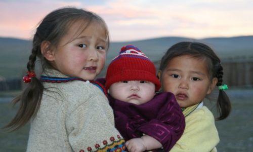 Zdjecie MONGOLIA / Tsagaan Nuul / Tsagaan Nuul / szczęśliwe dzieci