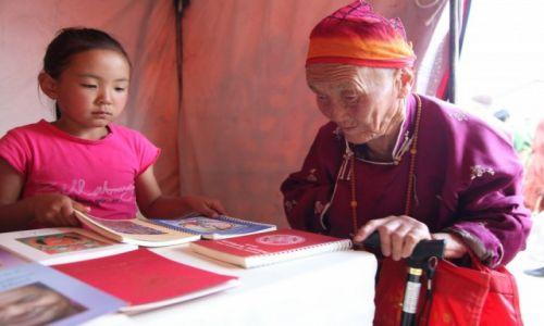 Zdjęcie MONGOLIA / Ułan Bator / Klasztor Gandan / Pokolenia