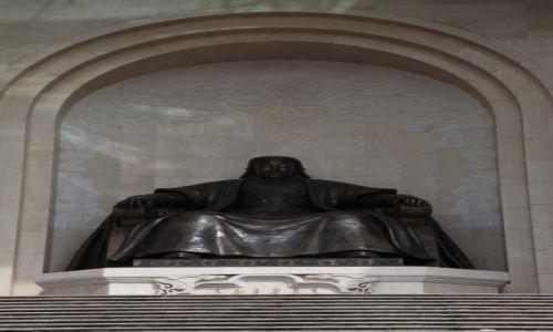 Zdjęcie MONGOLIA / Ułan Bator / Mongolski Parlament / Pomnik Dżyngis-chana
