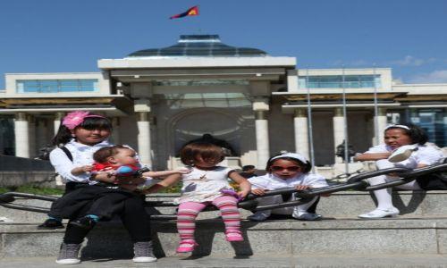 Zdjęcie MONGOLIA / Ułan Bator / Płac Dzingis Chana / Dzieci