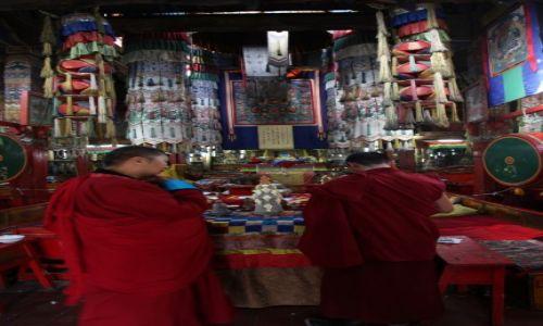 Zdjęcie MONGOLIA / Ułan Bator / Gandan / W świątyni