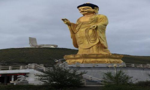 Zdjęcie MONGOLIA / Ułan Bator / U stóp wzgórza Dzajsan. / Posąg Buddy
