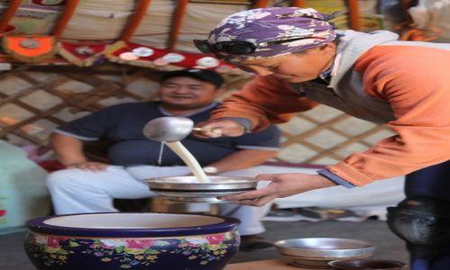 Zdjęcie MONGOLIA / Dalanzadgad / Gurvan Saikhan, w stepie / Ajrag na powitanie