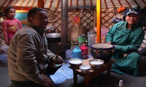 Zdjecie MONGOLIA / Dalanzadgad / Gurvan Saikhan, w stepie / W jurcie