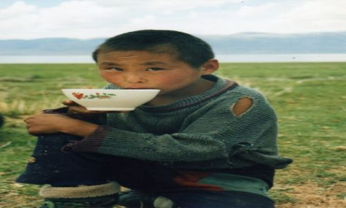 Zdjecie MONGOLIA / Uvs Nuur / nad jeziorem Uvs Nuur / Mongolski chłopiec