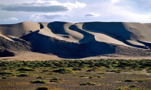 MONGOLIA / Pustynia Gobi / Khongoryn Els (Singing Sands) / Wydmy Khongoryn Els ...