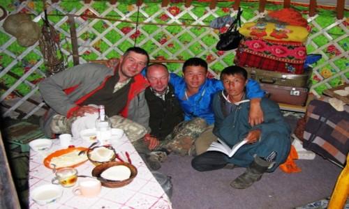 Zdjęcie MONGOLIA / Ajmak Chentejski / Kerulen / Mongołowie są bardzo przyjaźnie nastawieni