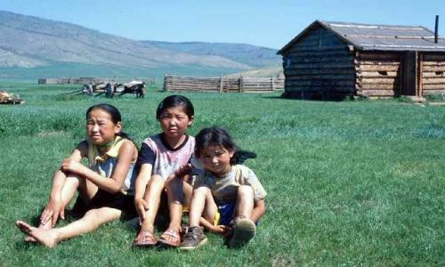 MONGOLIA / Khövsgöl aimag / dolina Egiin Gol / dziewczynki znad Egiin gol