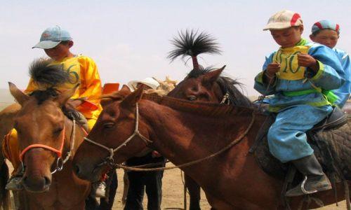 Zdjęcie MONGOLIA / Ulan Bator / stepy - 30km od stolicy / wyscigi konne