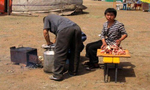 Zdjęcie MONGOLIA / Ulan Bator / stepy - 30km od stolicy / kuchnia od zaplecza