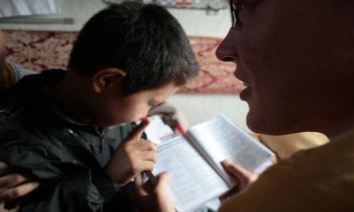Zdjecie MONGOLIA / - / Rosja, Mongolia / MONGOLIAng w przedziale uczący