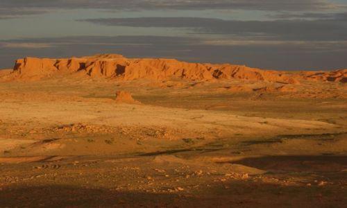 MONGOLIA / Ajmak Gobi / Płonące Klify / Płonące Klify o zachodzie słońca